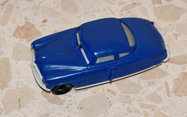 Auto auf Fussboden gelegt